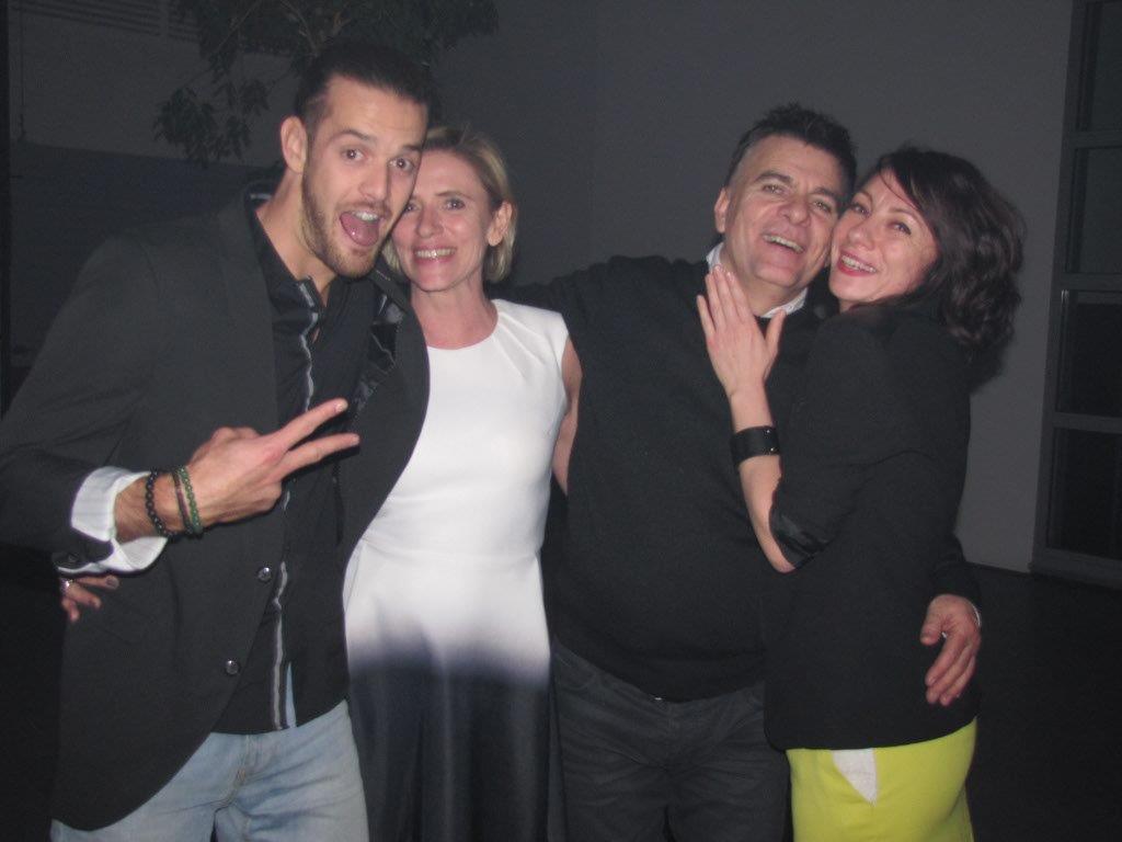 Catherine LEFEBVRE aux côtés du réalisateur du défilé Dominique DAMIEN REHEL, du chanteur Florent TORRES et de Sandrine ROYER